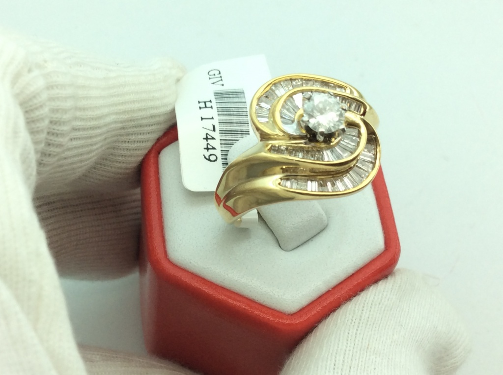Nhẫn kim cương 14kổ của Anh Quốc sản xuất Kiểm định số: H17449
