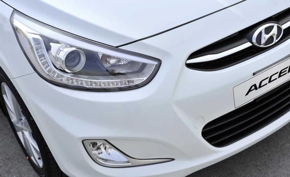 Hyundai Acent 2013 có nên thay bóng halogen thành Xelon