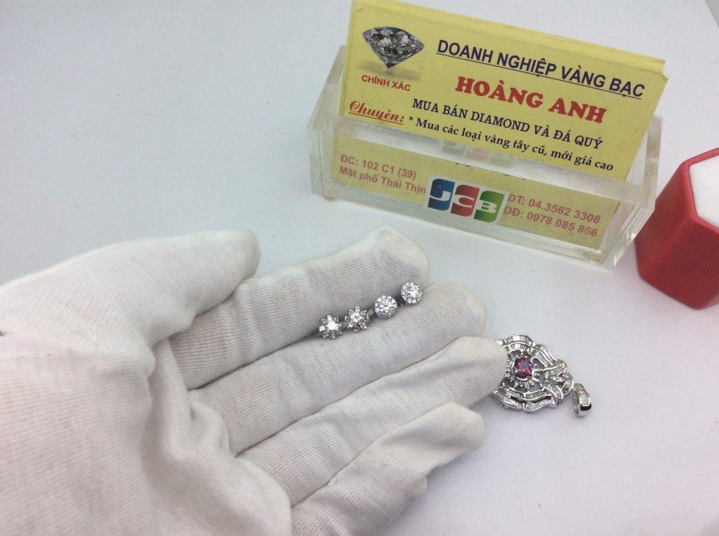Hoa tai vàng trắng gắn kim cương  H10238