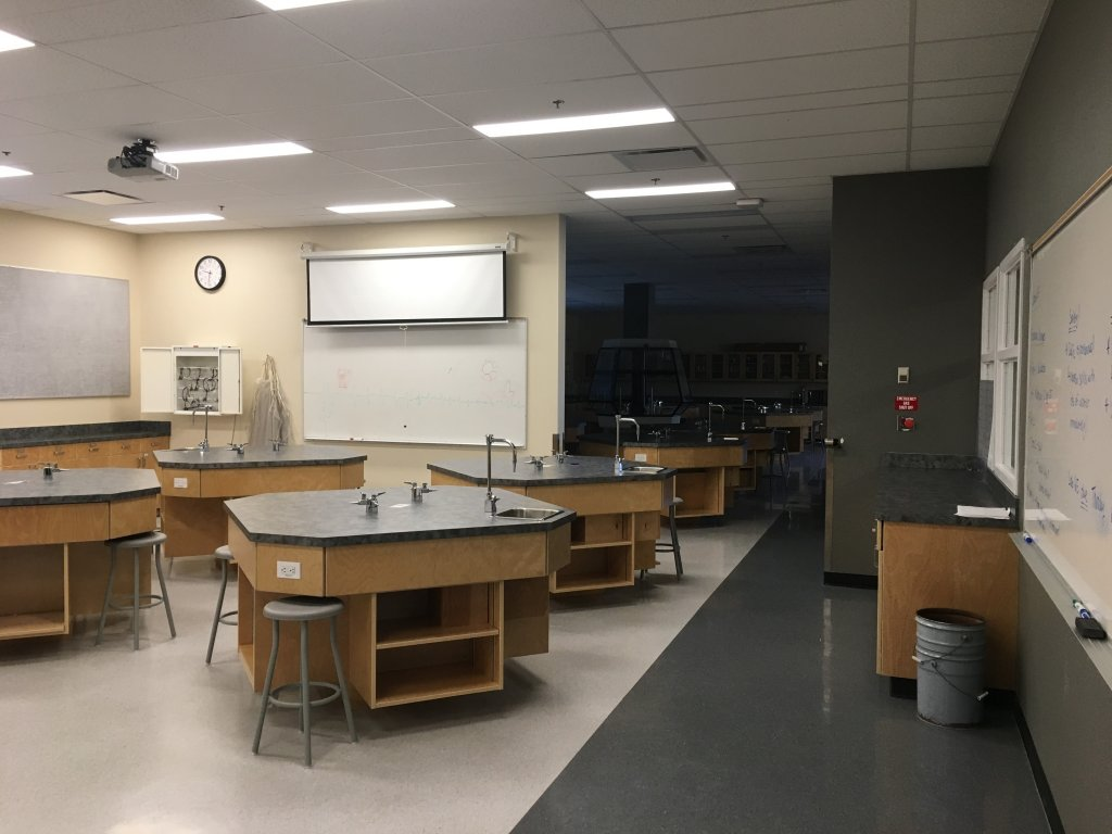phòng thí nghiệm hóa học 2.jpg