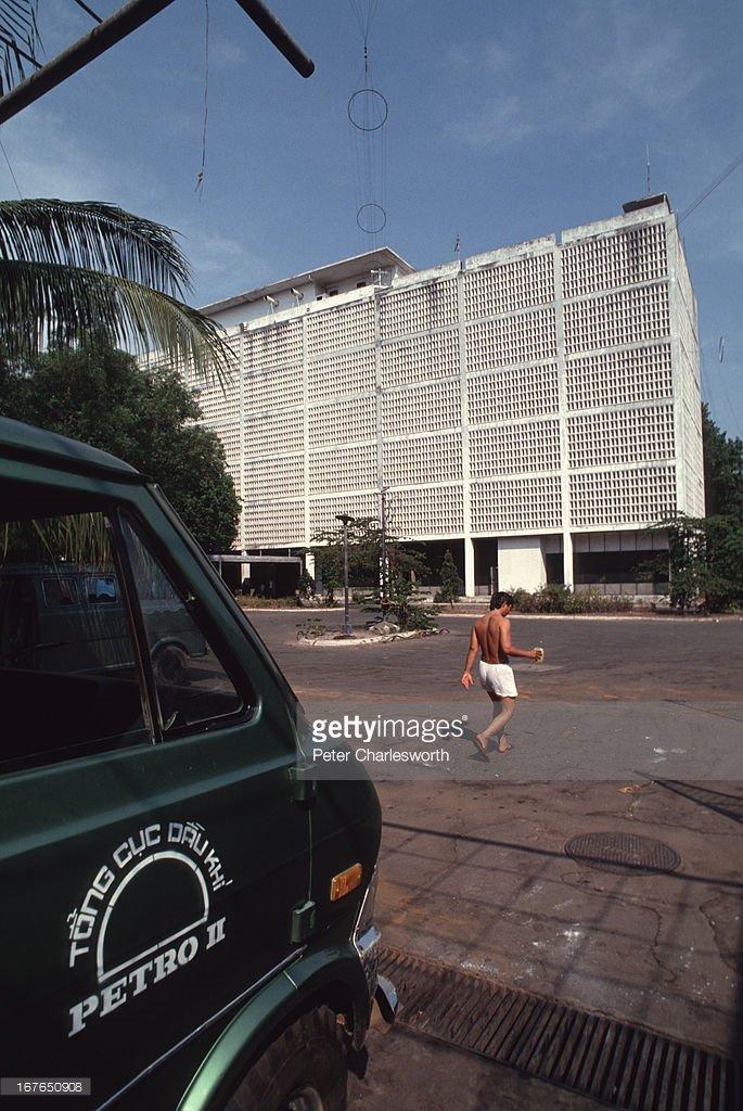 Vietnam-1990s-Peter-Charlesworth-05.jpg
