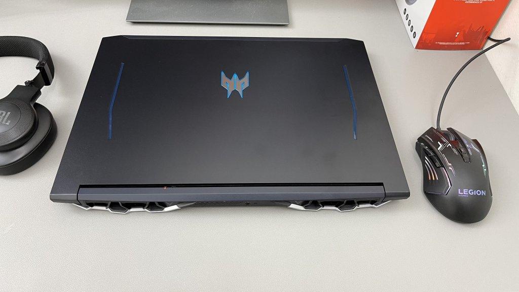 Acer Predator Helios 300 (1).JPG