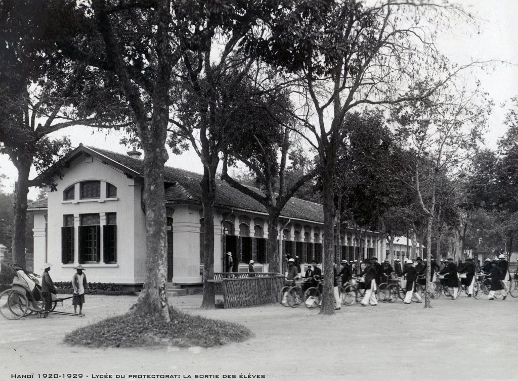 hano-1920-1929---lyce-du-protectorat-la-sortie-des-lves_33460554768_o.jpg
