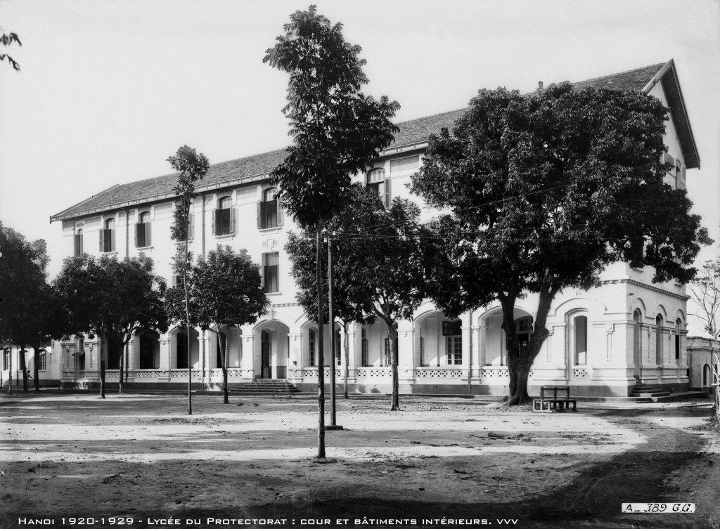 hanoi-1920-1929---lyce-du-protectorat--cour-et-btiments-intrieurs_47336710571_o.jpg