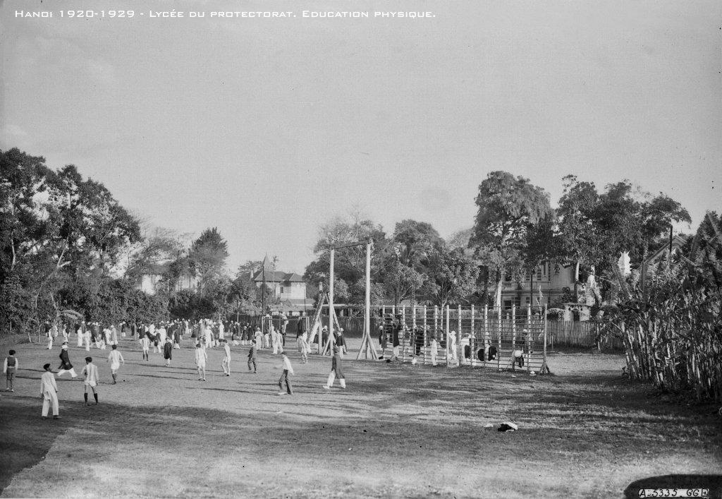 hanoi-1920-1929---lyce-du-protectorat-education-physique_33460539718_o.jpg