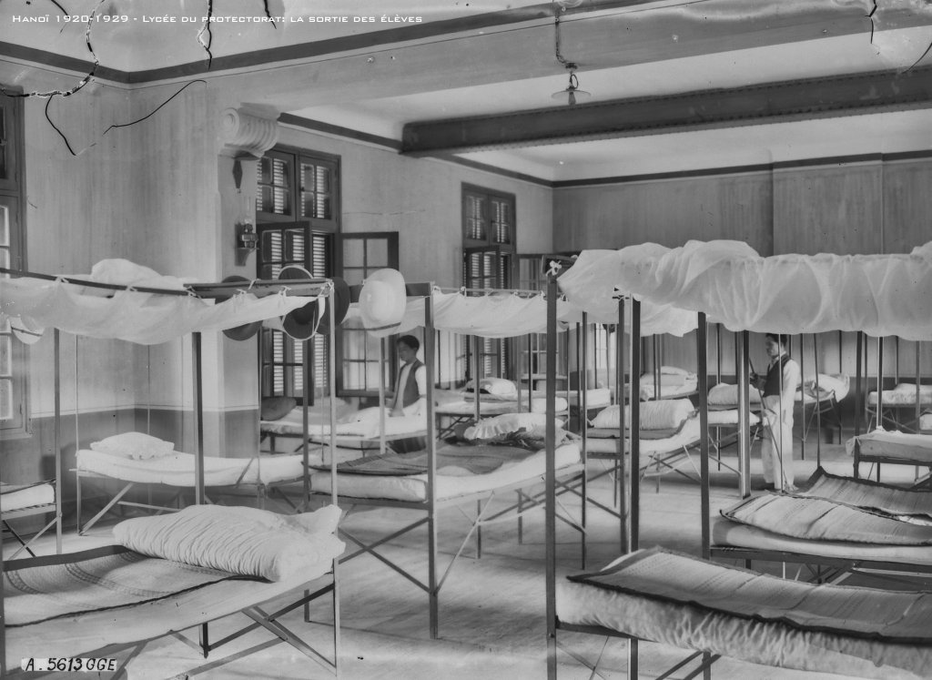 hanoi-1920-1929---lyce-du-protectorat-un-dortoir_33460554628_o.jpg