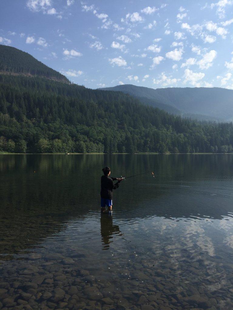 Câu cá giữa hồ.JPG