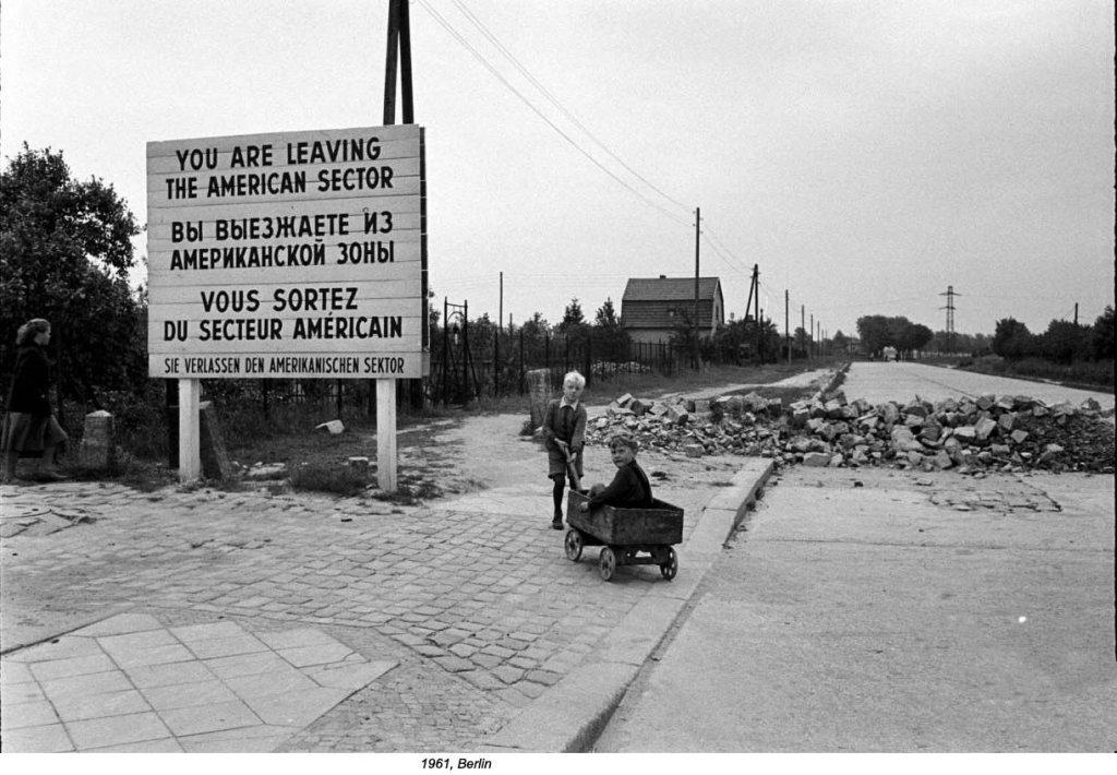 Berlin Wall 1961 (2_90_1).jpg