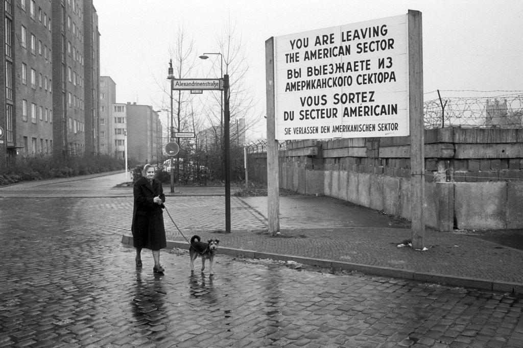 Berlin Wall 1961 (2_90_3).jpg