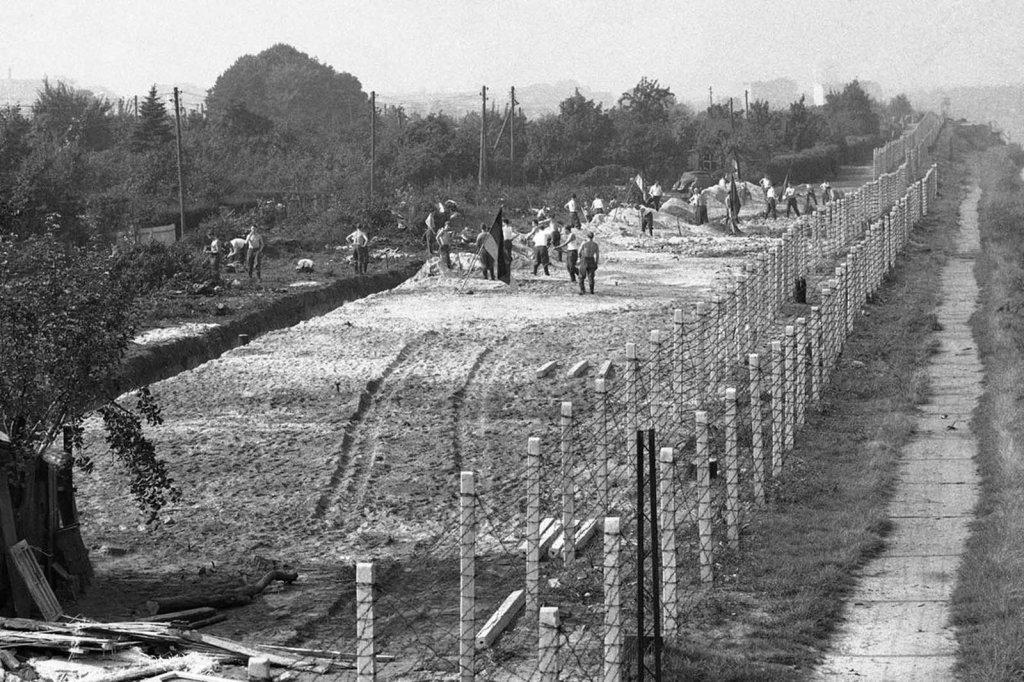 Berlin Wall 1961 (2_103).jpg