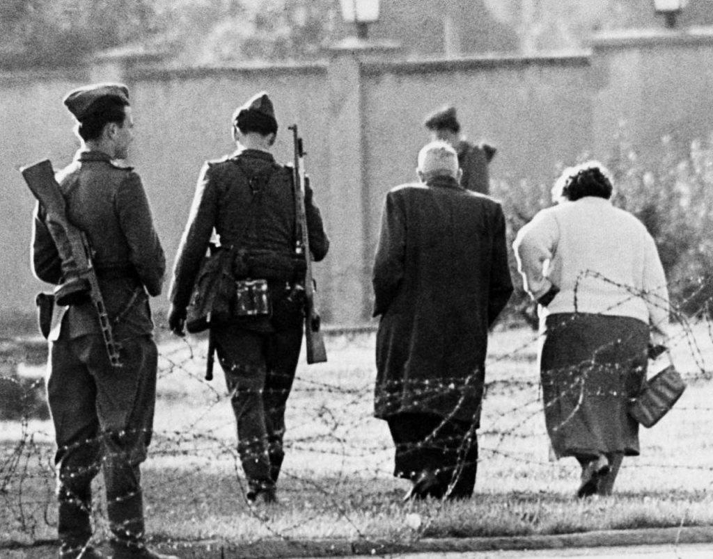Berlin Wall 1961 (2_132).jpg