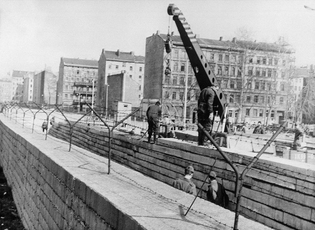 Berlin Wall 1961 (2_137_1).jpg