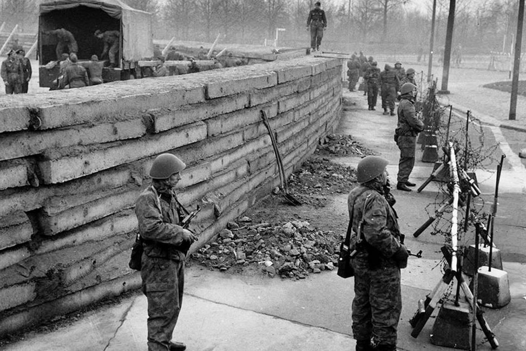 Berlin Wall 1961 (2_137_3).jpg