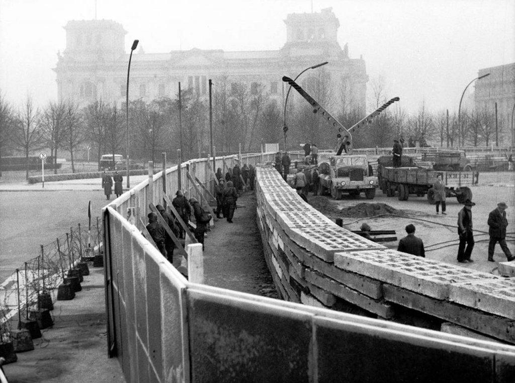 Berlin Wall 1961 (2_137_6).jpg