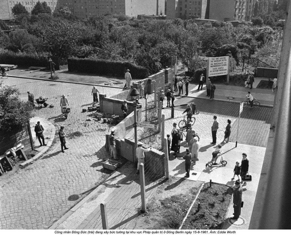 Berlin Wall 1961 (2_137_17b).jpg