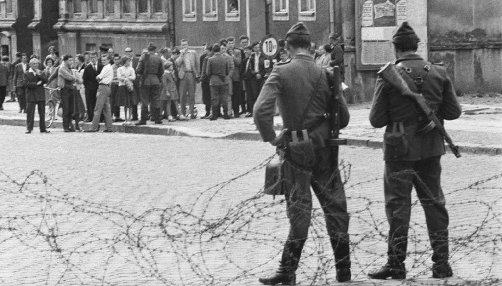 Berlin Wall 1961 (2_145).jpg