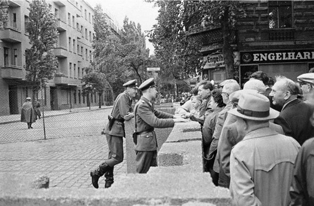 Berlin Wall 1961 (2_146).jpg