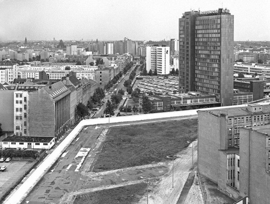 Berlin Wall 1961 (2_147).jpg