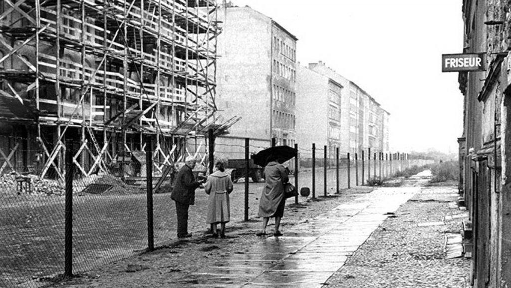 Berlin Wall 1961 (2_151).jpg