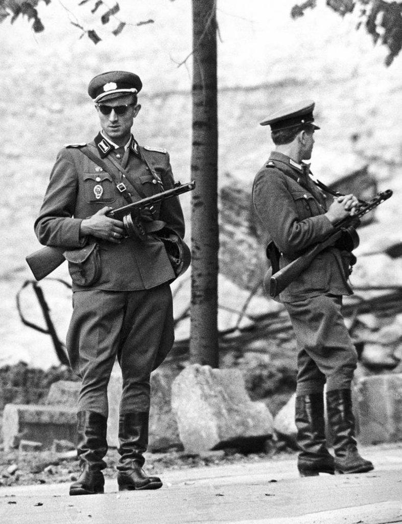 Berlin Wall 1961 (2_161).jpg