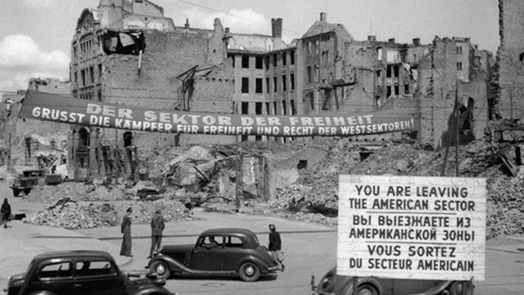 Berlin Wall 1961 (2_169).jpg