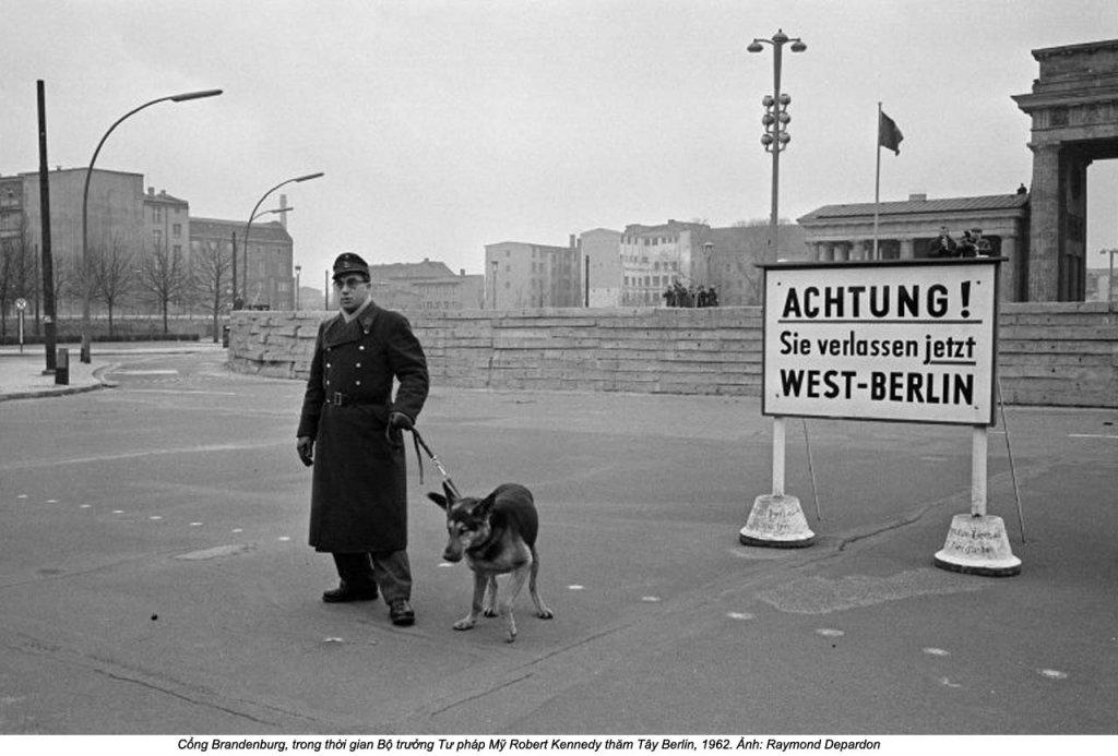Berlin Wall 1961 (2_170).jpg