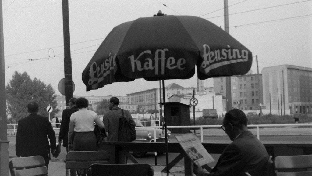 Berlin Wall 1961 (2_173).jpg