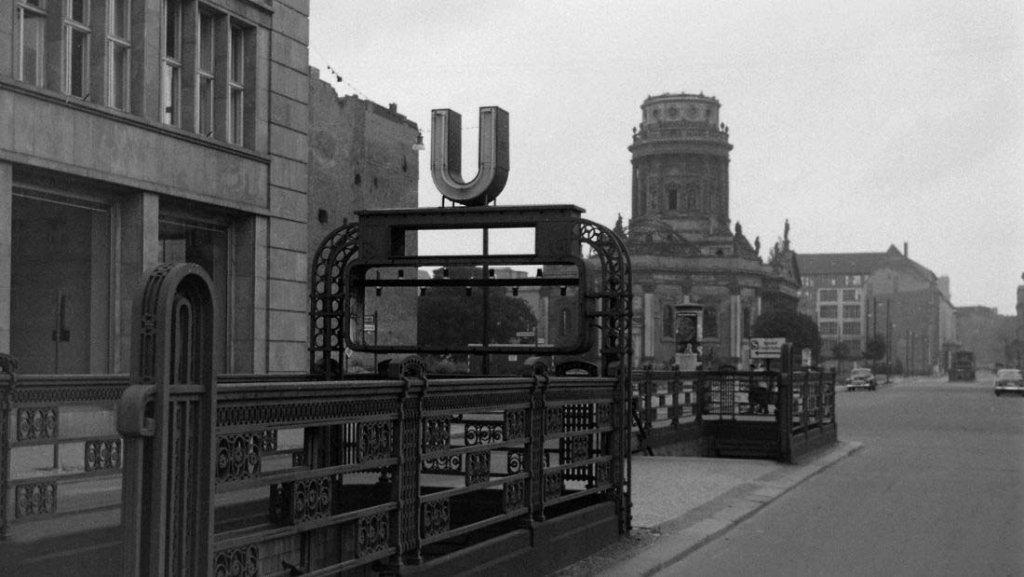 Berlin Wall 1961 (2_176).jpg