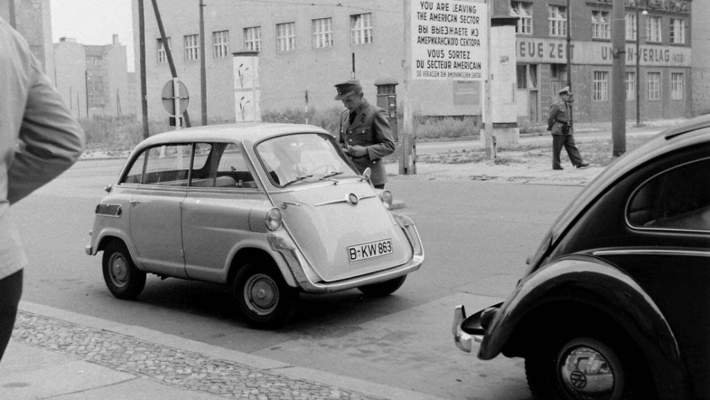 Berlin Wall 1961 (2_179).jpg