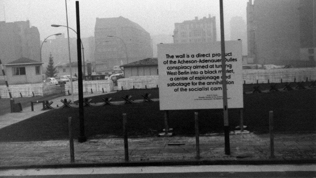 Berlin Wall 1961 (2_184).jpg