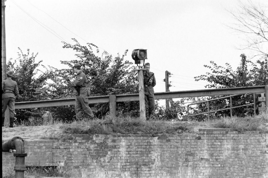Berlin Wall 1961 (2_193).jpg