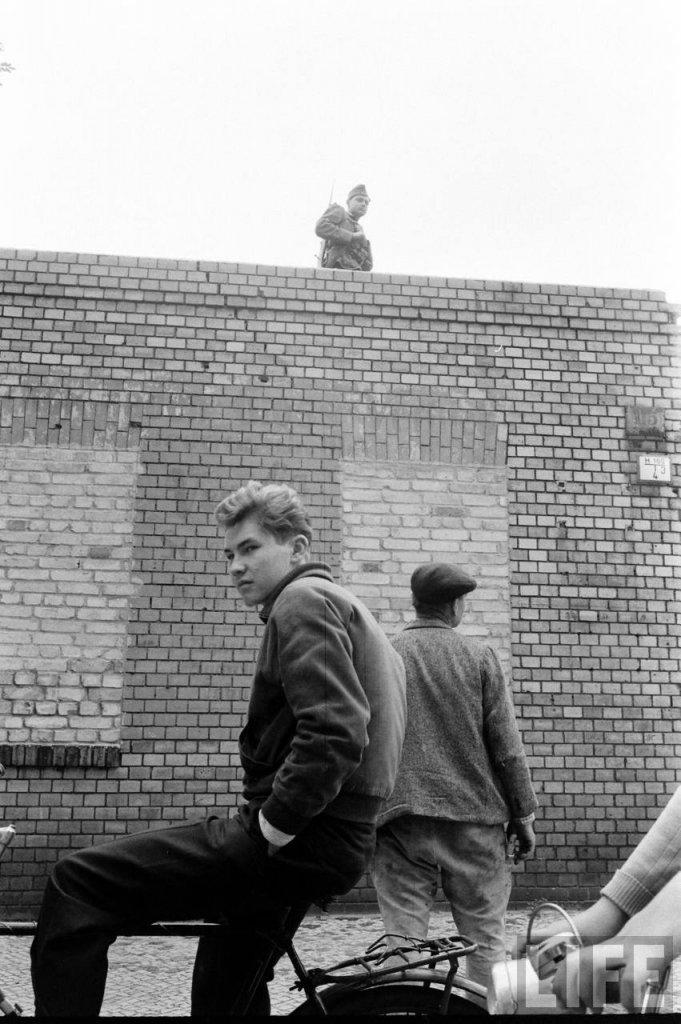 Berlin Wall 1961 (2_194).jpg