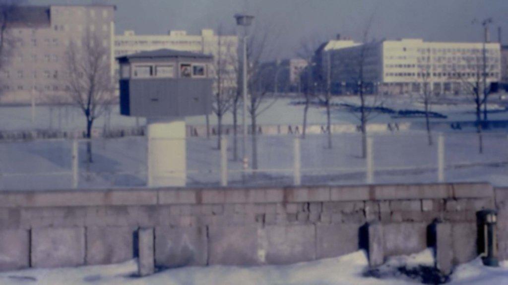 Berlin Wall 1961 (2x_106_6).jpg