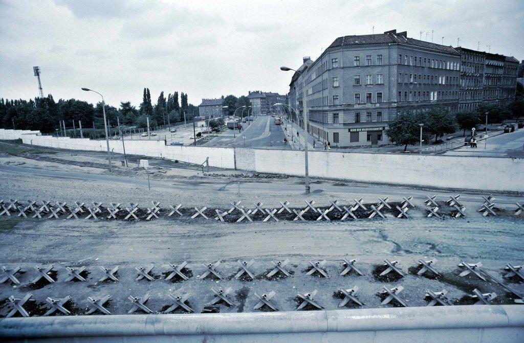 Berlin Wall 1961 (2x_106_13_).jpg