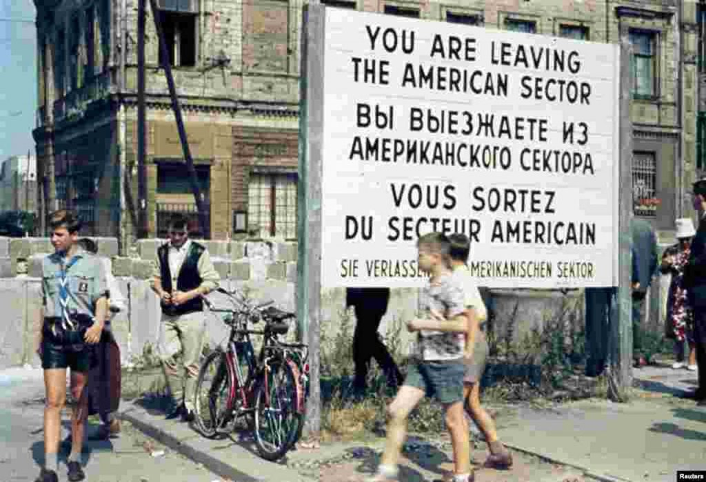 Berlin Wall 1961 (2x_106_11).jpg