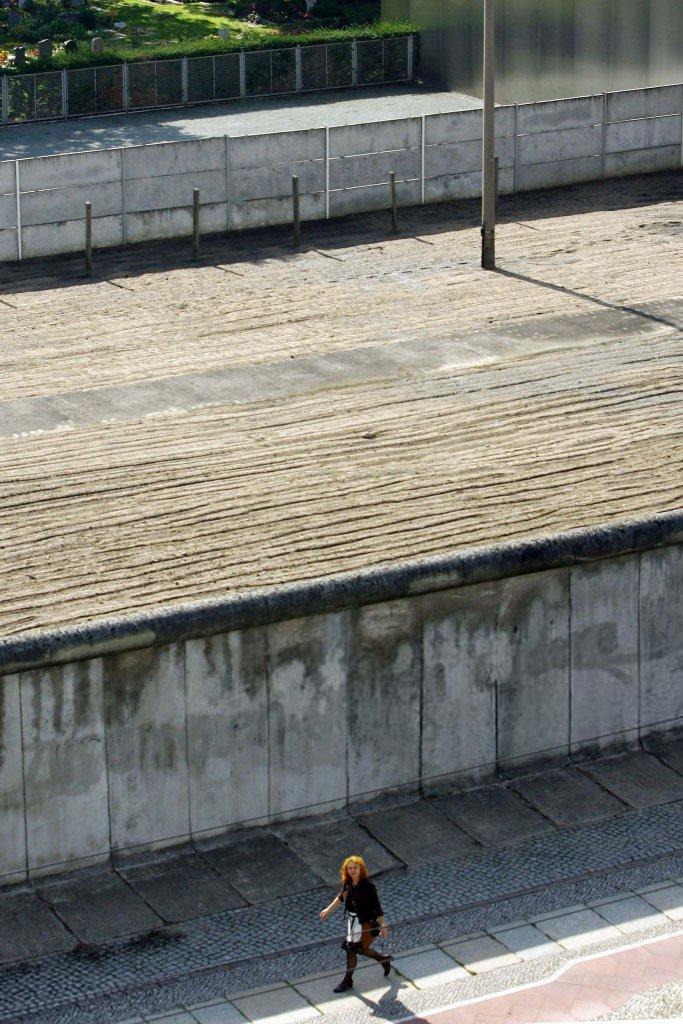Berlin Wall 1961 (3_30.jpg