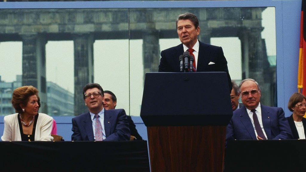Berlin Wall 1987 (1_6).jpg