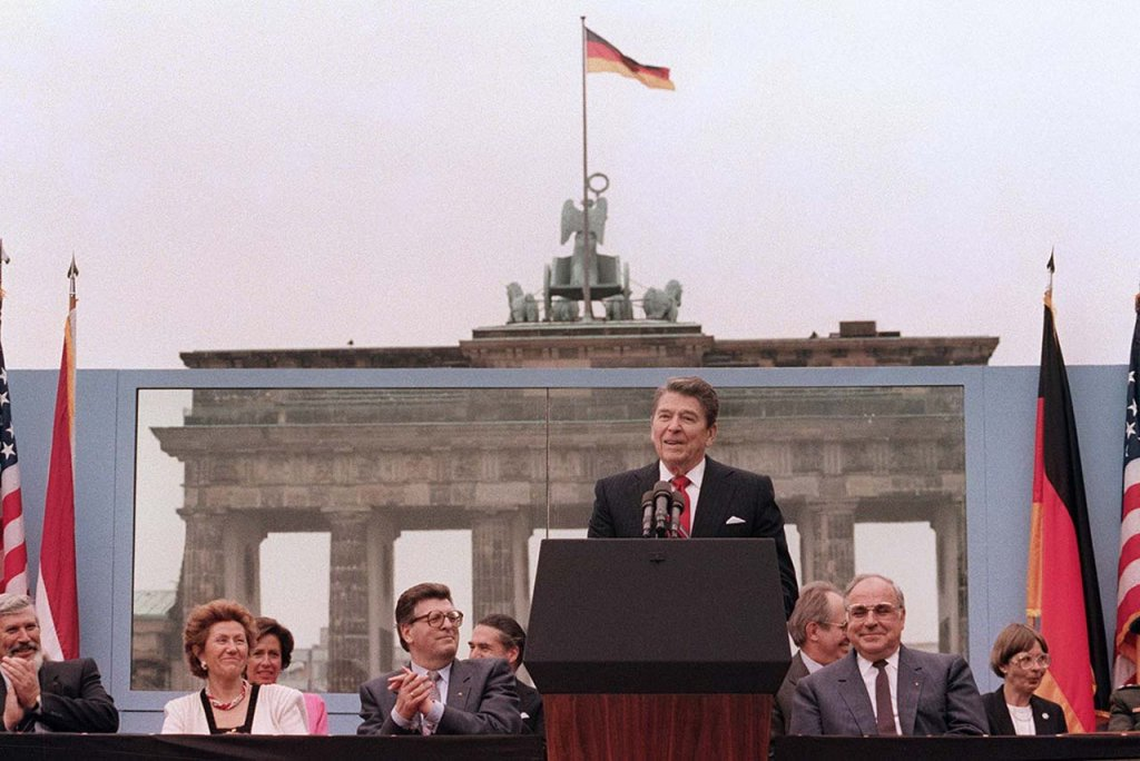 Berlin Wall 1987 (1_7).jpg