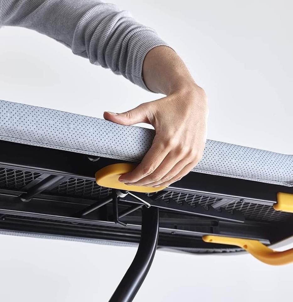 cau-la-chan-cao-Glide-Easy-store-Ironing-Board-Joseph-Joseph-50005-hang-duc-11.jpg