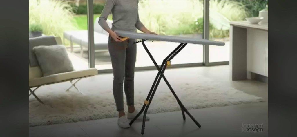 cau-la-chan-cao-Glide-Easy-store-Ironing-Board-Joseph-Joseph-50005-hang-duc-3.jpg